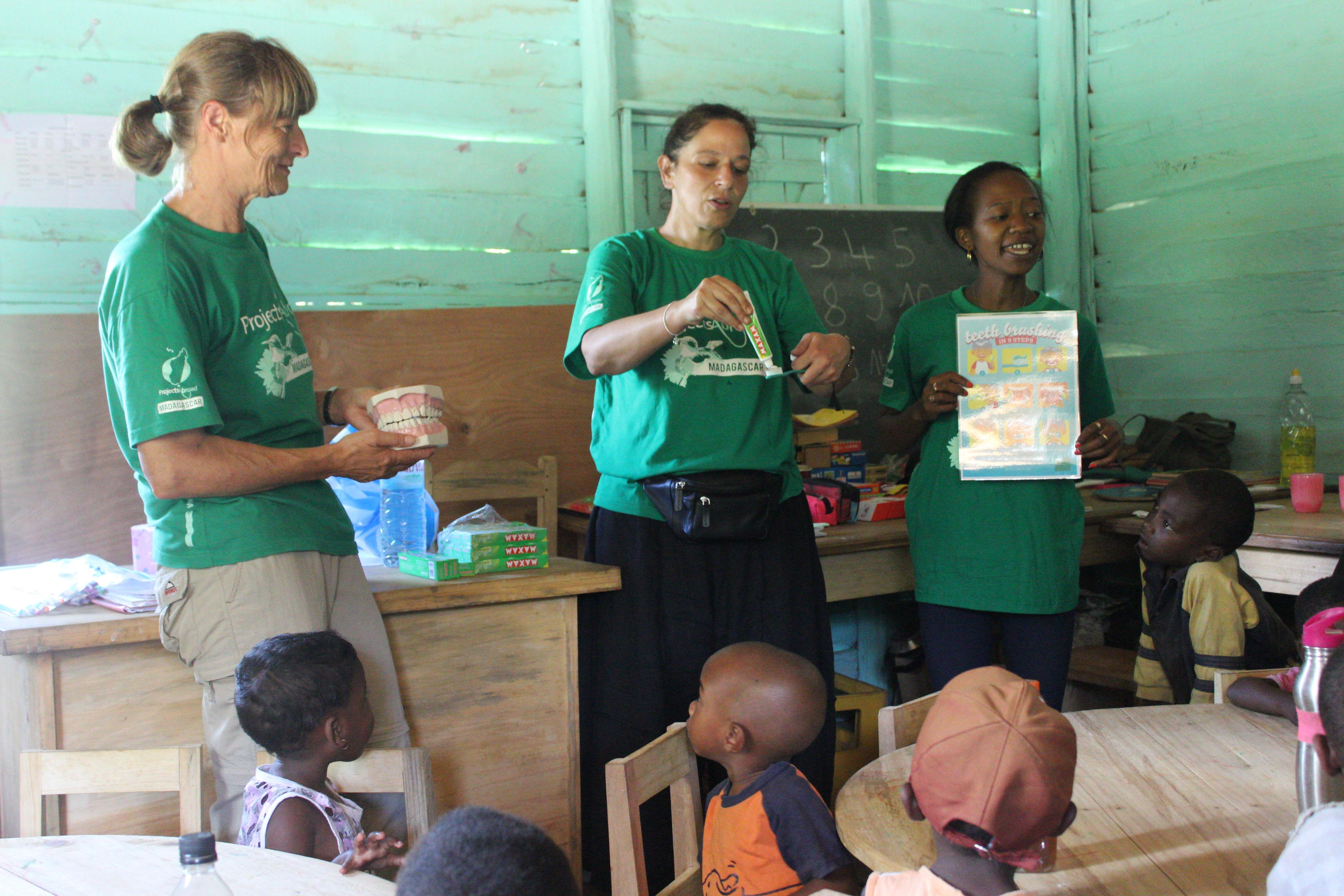 While learning French in Madagascar, students also have the option to volunteer on a Care Project and teach children.